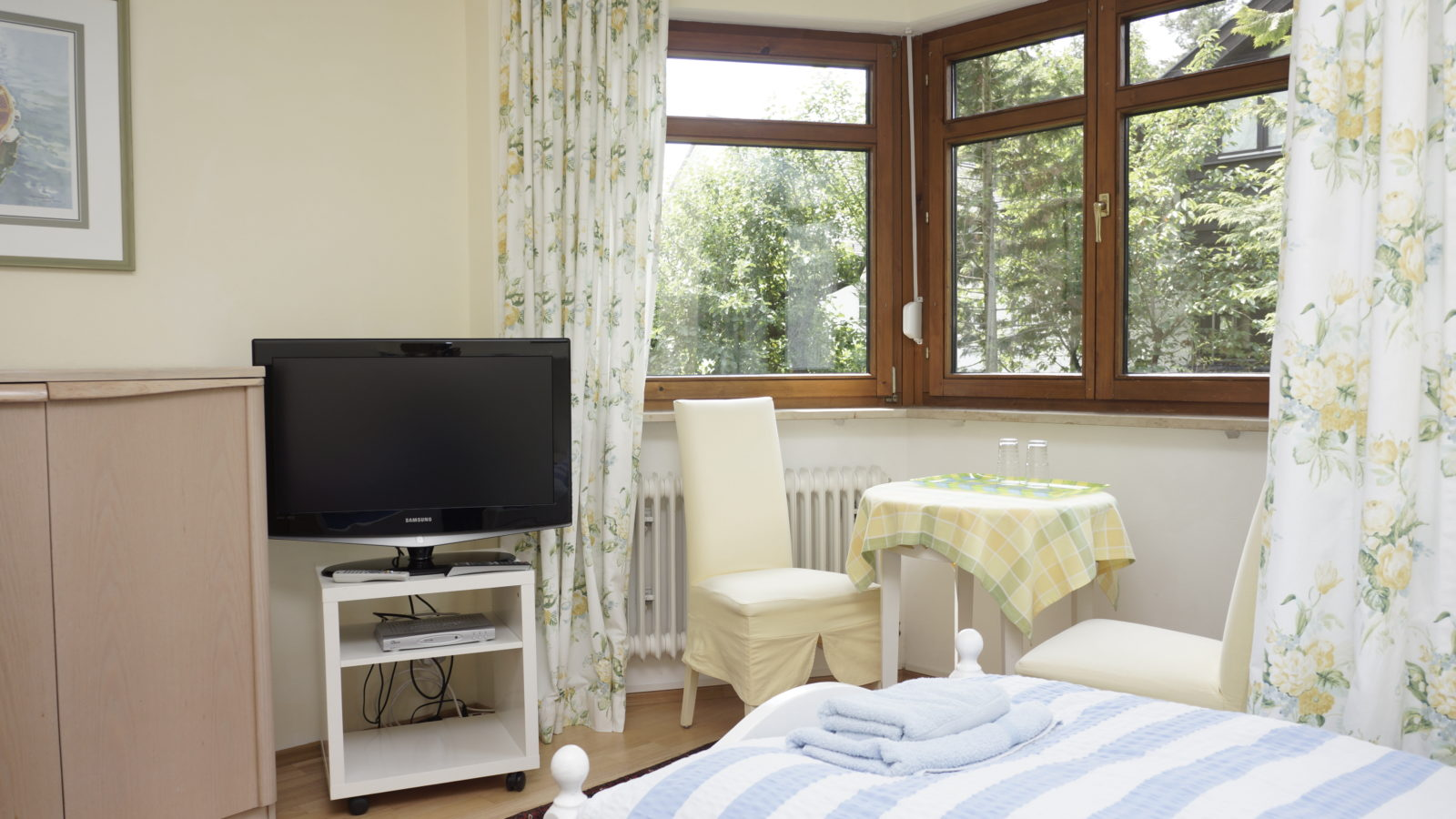 A small bay window with sitting area also ensures a pleasant stay