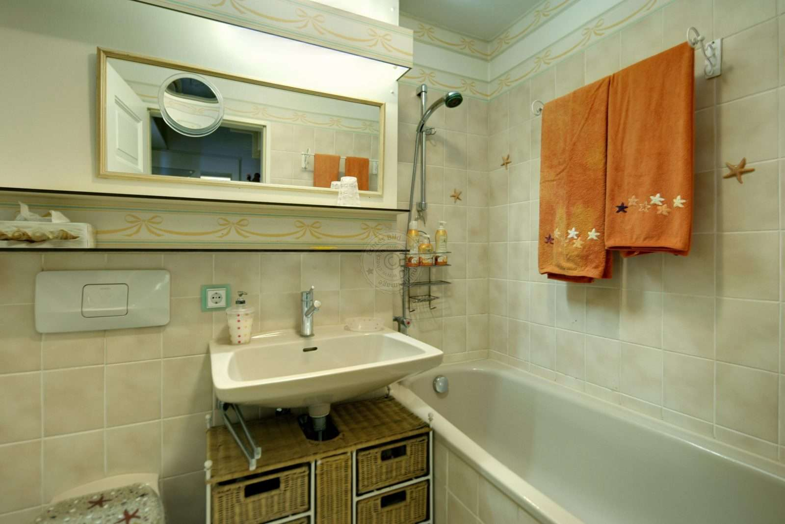Ensuite bathroom with upscale amenities
