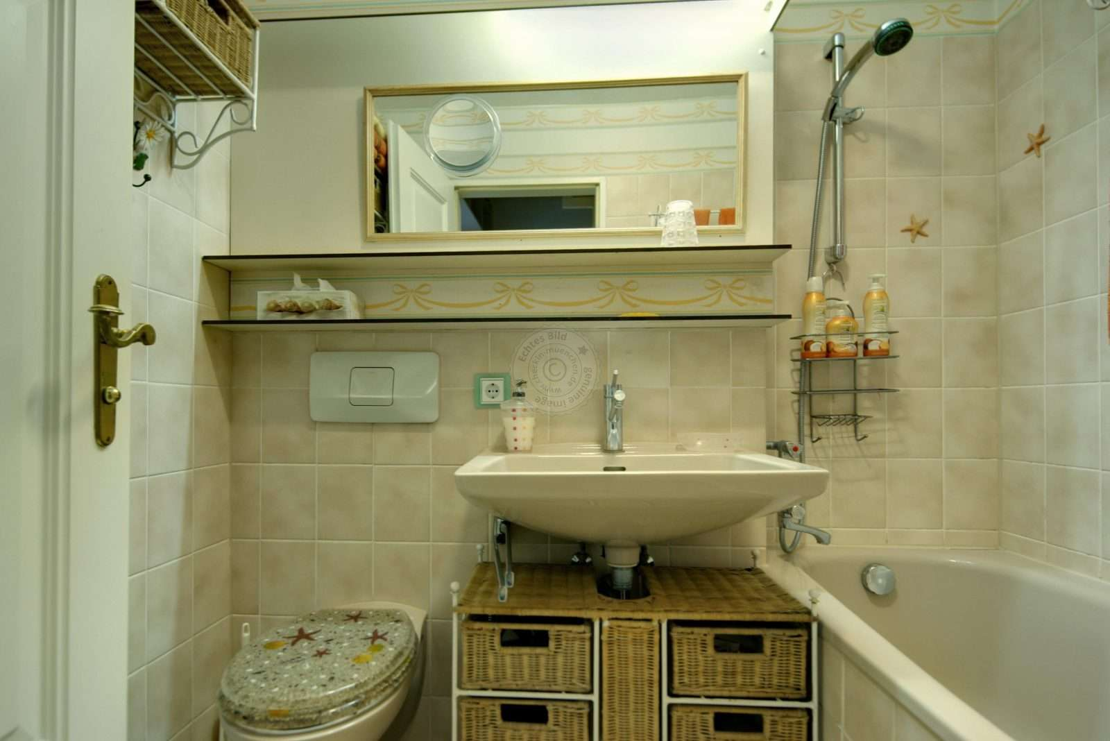 Small extras in the bathroom, such as an integrated vanity mirror