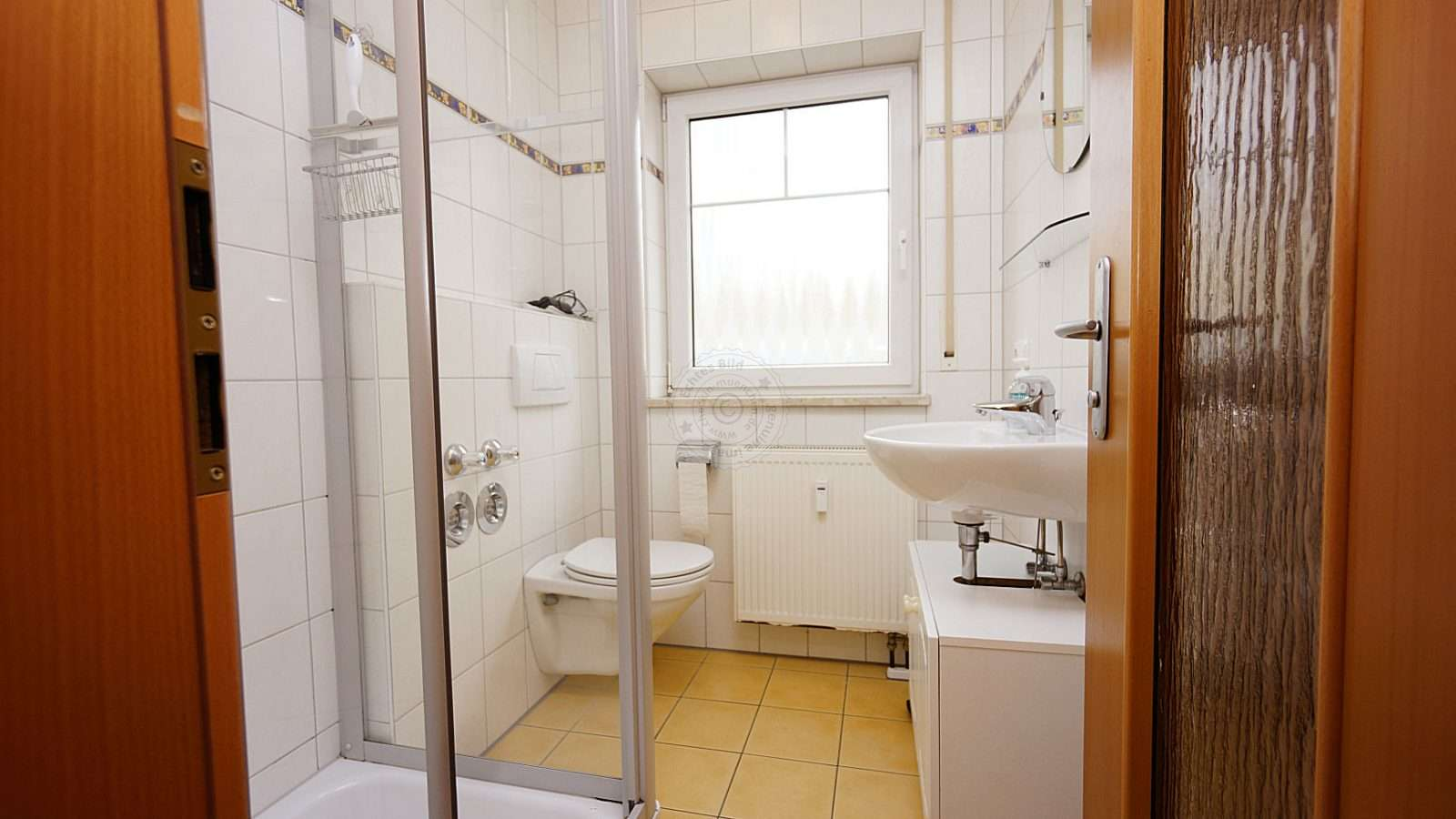 The bright, modern bathroom adorns this accommodation