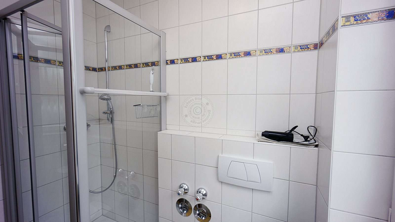 Spacious, well-kept shower