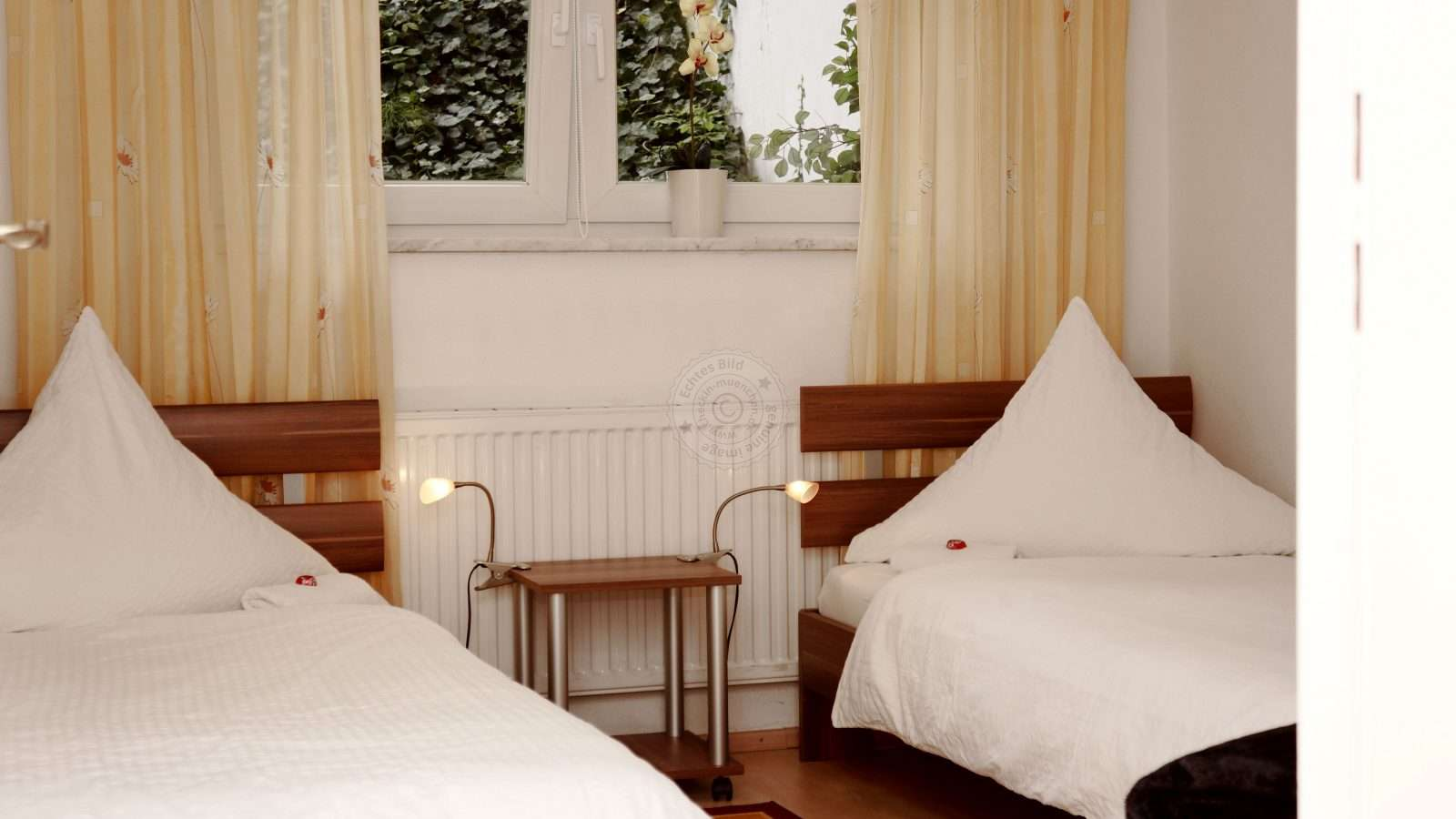 Bedroom with 2 single beds, which can also be combined to a double bed