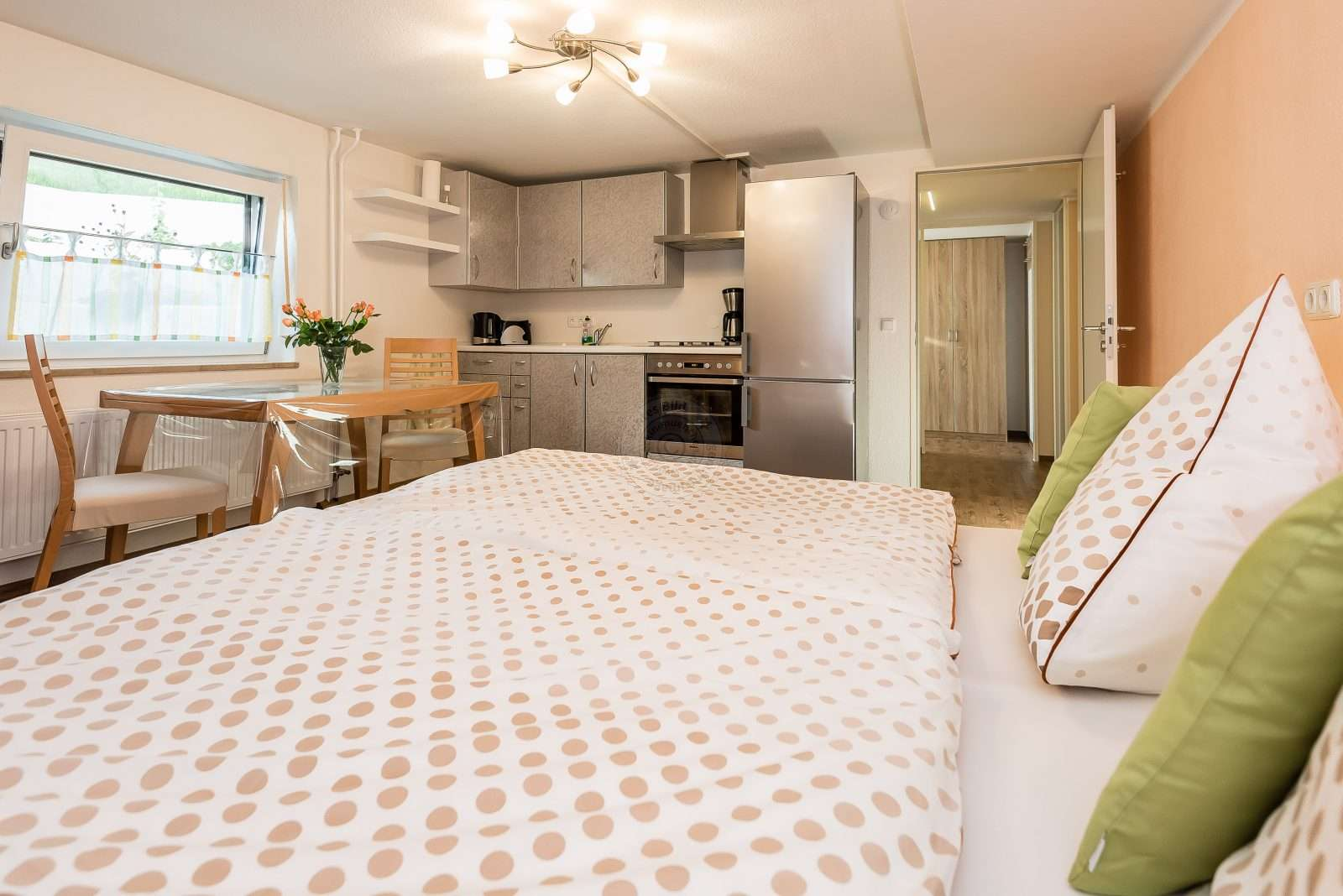 Living / bedroom with double bed and kitchenette